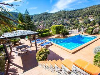 Catalunya Casas: Beautiful mountain villa in Torrelles with private pool, 15km f