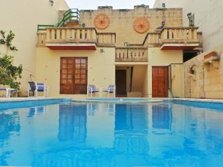 Mystic Flower, Small double Bedroom, Gharb