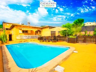 Three-bedroom villa in Mas Borras with a private, secure pool, just 5 minutes from the beach, El Vendrell