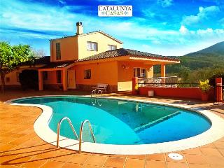 Glorious 4-bedroom villa for 10 people nestled in the hills of Arbucies, Arbucias