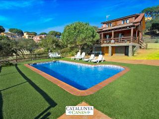 Pleasant 3-bedroom villa in Tordera for 6 guests, 5km to the beach!