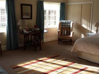 Spacious double/twin bedroom overlooking gardens to main house.