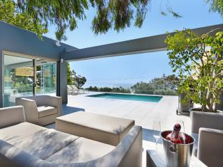 Valtameri Villa - 5 bedroom - Camps Bay - New!