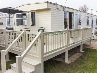 California Cliffs Albatros 50005 Large and homely, Great Yarmouth