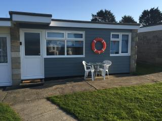 Wight Waves Holiday Chalet in Yaverland with WiFi in a stunning coastal location