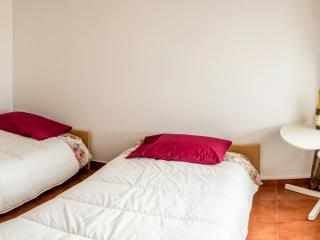 Room in a renovated penthouse with a river view, Povoa de Santa Iria