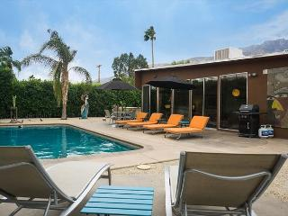 Butterfly Alexander home in Palm Springs-Salt Water Pool and Hot Tub