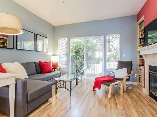 Art-Filled Bellevue Townhome – Easy Access to Everywhere!