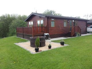Catkin Pine Lodge - Free WiFi & Whirlpool Bath