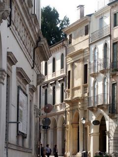 Palazzo Chiericati a sinistra e Casa Cogollo sullo sfondo