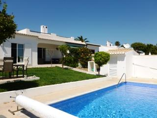 Lovely 3 bed villa with pool, near town centre