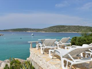 VILLA WITH 'PRIVATE' BEACH - DIRECT ON THE SEA, Razanj