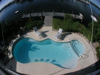 Waterfront Oasis 2500 sq ft w/Pool & Spa on Lagoon, Marathon