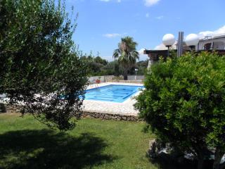 appartamento con giardino e piscina 3