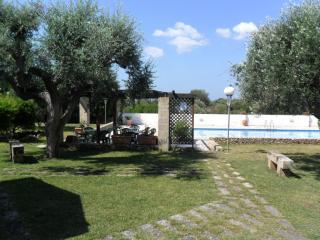 appartamento con giardino e piscina 2
