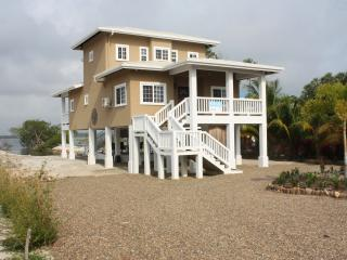 Kat Kasa - Three Bedroom Waterfront Home, Placencia