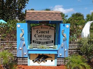 The Guest Cottage Dolphin suite, perfect for occasions and couples to relax., Cocoa Beach