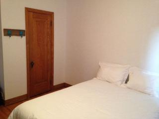 GREAT LOCATION DOWNTOWN BEAUTIFUL ROOM, Montreal