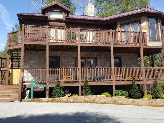 Beautiful Spacious Cabin with Amazing Views, Gatlinburg