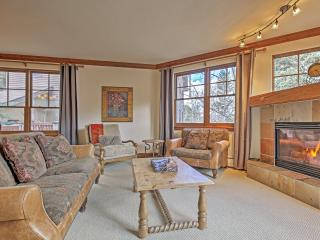 Warm & Inviting 4BR Avon Condo w/Wifi, Gorgeous Views from the Private Deck