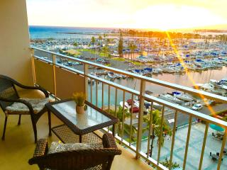 Amazing ocean views/beach front Ilikai condo
