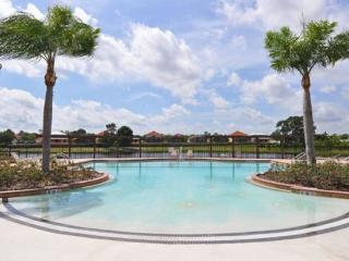 6 Br Pool home near Clubhouse
