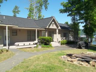 Crosswinds-Lake Guntersville-Lake Front Home
