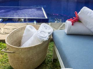 Villa Xochimilco w/ Tropical Gardens, Pool & Locat, Cuernavaca
