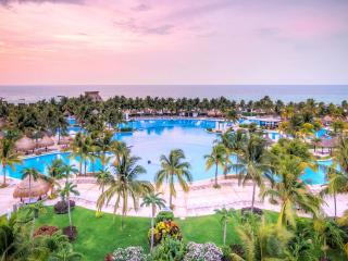 Mayan Palace Riviera Maya One Bedroom One Bathroom Sleeps 4 adults/2 kids, Playa Maroma