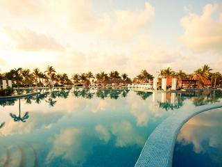 Mayan Palace Riviera Maya Studio Suite One Bathroom Sleeps 2 adults/2 kids, Playa Paraiso