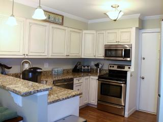 Newly updated 2 bedroom 2bath w/wifi- Short walk to beach!