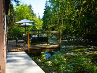 Spectacular River Side Cabin, Maple Ridge