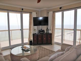 Intimate 3 Bedroom Condo with Beautiful View and Jacuzzi at Sunrise, Panama City Beach