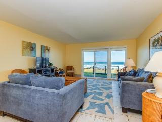 Oceanfront, pet-friendly condo w/sweeping beach views, Neskowin