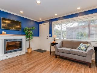 Modern & colorful dog-friendly condo right next to beach!