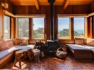 Oceanview home, w/ two living areas & private hot tub!, Sea Ranch