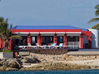 FAJA LOBIE... Great rates for a beachfront villa on Bourgeaux Bay beach, walk