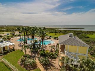 Stunning bayside condo close to the beach with shared pools!