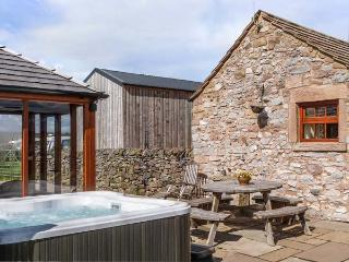 THE COWSHED, all ground floor, outdoor seating, fantastic views, great base for walking, Ref 914085, Alport