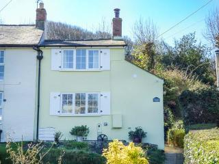PRIMROSE COTTAGE woodburning stove, WiFi, countryside views, garden Ref 931618
