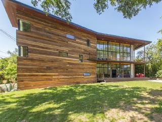 Modern, eco-friendly retreat above downtown Austin