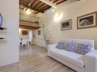 Monna Lisa apartment in Santa Maria Novella with WiFi & airconditioning.