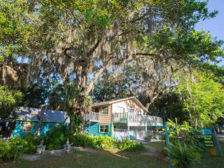 Riverfront Treetop Bungalow River Safaris Property, Yulee