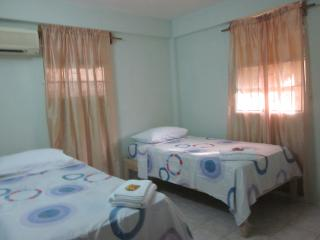 Buttercup Cottage Apartment Frangipani 1Bedroom, Arnos Vale