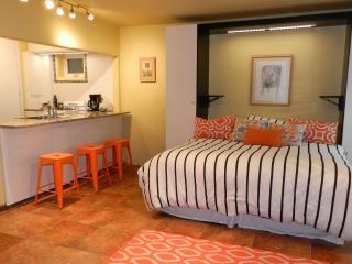 Zia Casita Fresh Studio Apartment, Taos