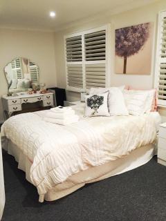 Room 2 Queen size bed.