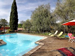 1749 - Lovely Provence farmhouse with pool