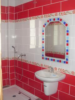 Baño Habitación Roja