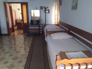 Apartment Srebrenka for 2-4 people, Malinska