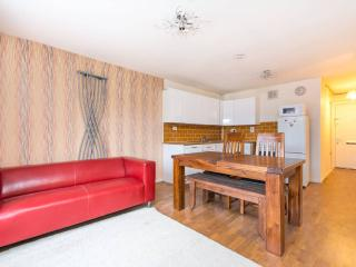 1 minute to tube/metro, fantastic  2 bed apartment
